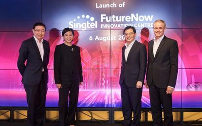 (L-R): Bill Chang (Singtel); Chua Sock Koong (Singtel); Heng Swee Keat (Minister for Finance) and Simon Israel (Singtel)