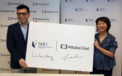 L-R: Leon Chen (Alibaba Cloud) and Dr Lim Lai Cheng (SMU Academy)