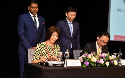Leaders of Oracle and SkillsFuture Singapore sign agreement