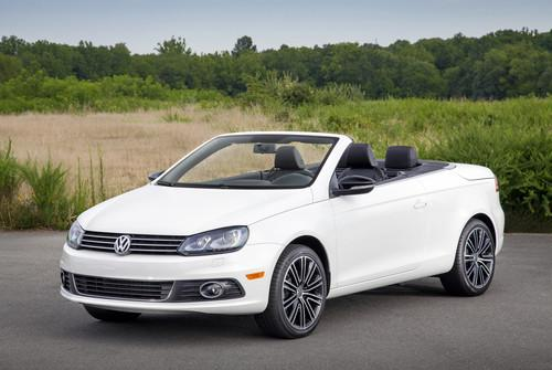 Volkswagen is rolling out its new Car-Net service on select 2014 models, including the EOS Komfort.