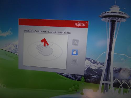 If users of Fujitsu's Lifebook U904 with PalmSecure hold their hand too close to the palm vein authentication sensor, a dialog box invites them to raise their hand.