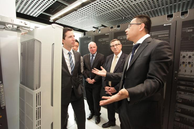 Federal Assistant Minister for Education and Training, Senator Simon Birmingham, joined Huawei Chairman, John Lord AM, for a tour of the soon to be opened Huawei Australian National Training and Development Centre