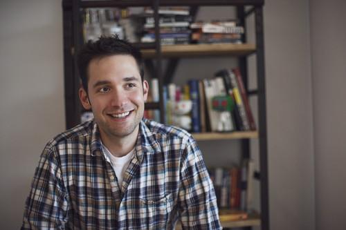 Reddit cofounder Alexis Ohanian is using crowdfunding site Crowdtilt.com to raise money to place a billboard supporting strong net neutrality rules near the U.S. Federal Communications Commission headquarters.