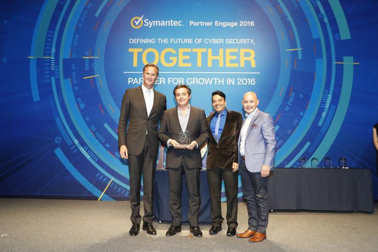 Nick Verykios (Arrow ECS A/NZ) together with Torjus Gylstorff and Joe McPhillips from Symantec.