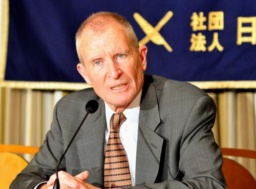 Dennis Blair, former director of U.S. national intelligence, spoke about the cybersecurity threat from China on Tuesday at the Foreign Correspondents' Club of Japan.