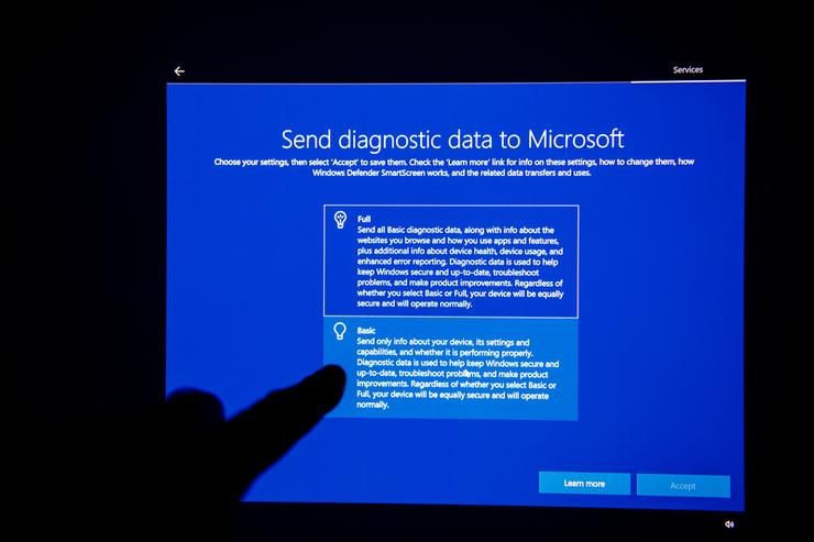 Microsoft pauses Windows 10 update after files disappear