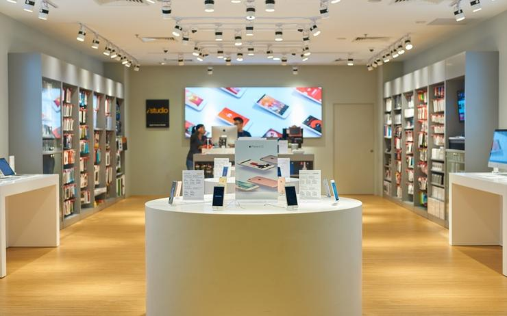 Apple reseller iStudio in Singapore.