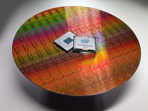 Intel Xeon E7 v3 chip (3)