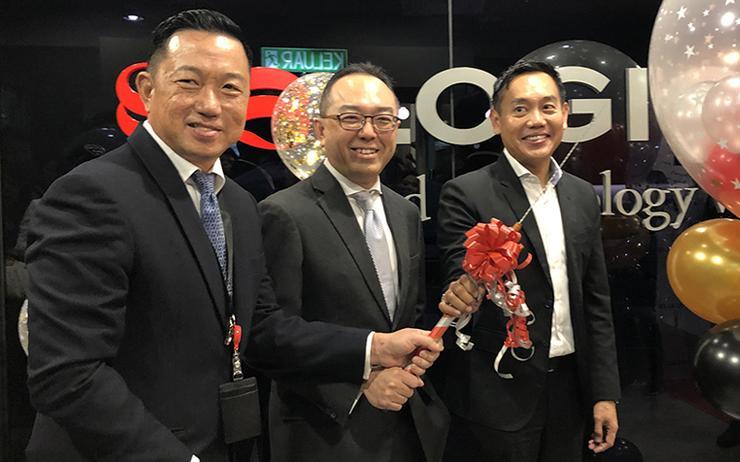 L-R: Bernard Chiang (Logicalis); Hew Wee Choong (MDEC) and Lee Chong-Win (Logicalis)
