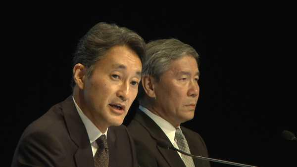 Sony executives Kaz Hirai, president of Sony Computer Entertainment (left), Shinji Hasejima, CIO (right), at a [[artnid:384903|Tokyo news conference]] on May 1, 2011