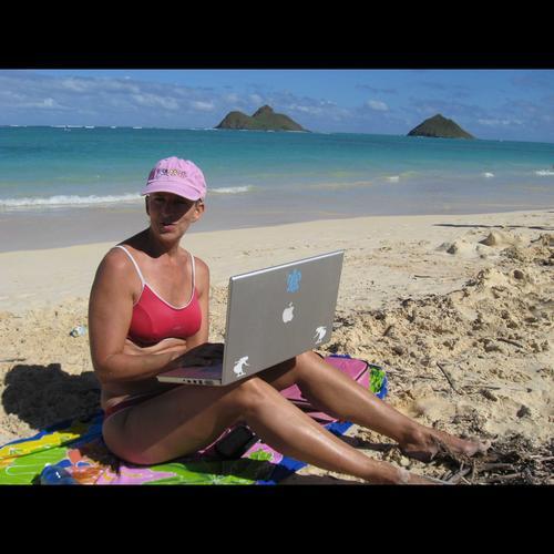 Roxanne - owner of Internet marketing company Barefeetstudios.com, western America.