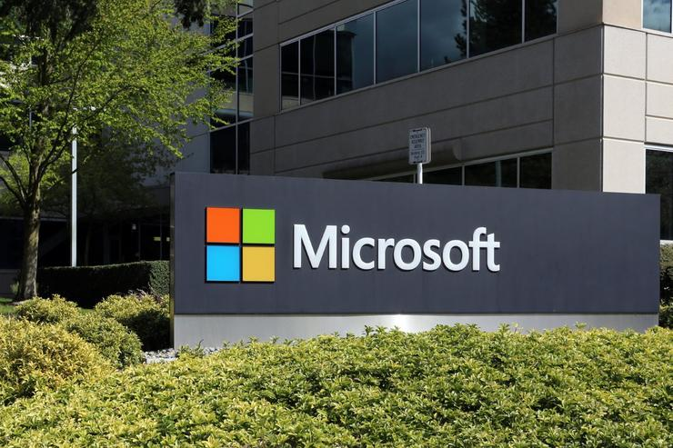 Microsoft 'paints bullseye' on AWS as cloud sales soar