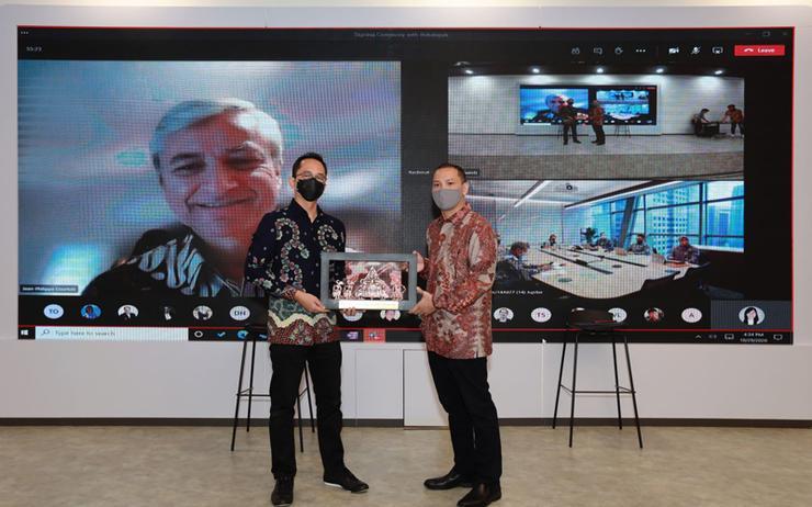 Haris-Izmee (Microsoft) and Rachmat Kaimuddin (Bukalapak)