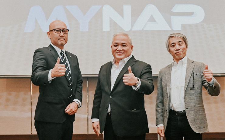 L-R: Masakazu Kobayashi (NTT); Henrick Choo (NTT) and Katsuyasu Toyama (JPNAP)