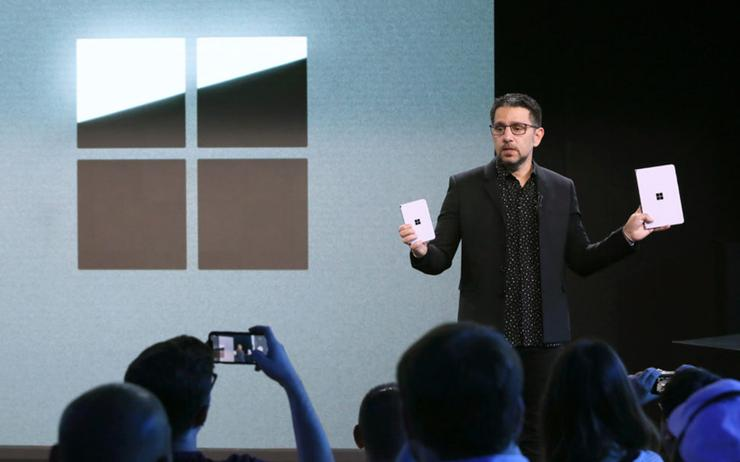 Panos Panay (Microsoft) introduces dual-screen devices Surface Neo and Surface Duo