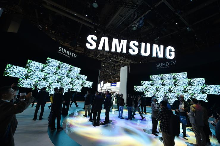 Samsung tops profit estimates, warns of weaker phone demand