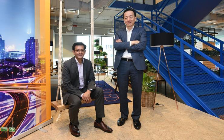 Aloysius Arlando (CEO of SingEx) and Khor Chern Chuen (SAP)