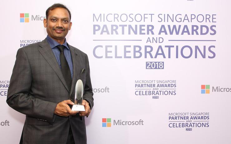 Bijjala Radhakrishna (Total eBiz Solutions) accepting the Dynamics 365 Customer Engagement award at the Microsoft Singapore Partner Awards 2018