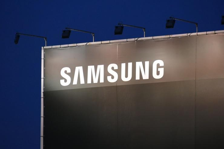 Samsung Electronics posts record Q3 profits, replaces CEOs