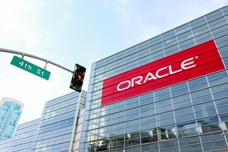 Oracle does-in Dyn, resets DNS services to cloud