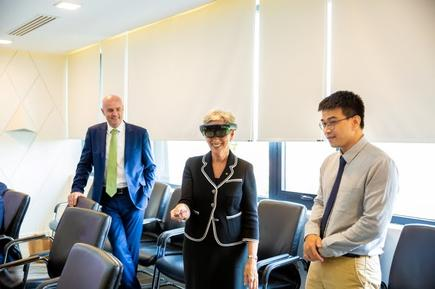 Governor Linda Dessau experiencing FPT Software's AR and VR technology solutions