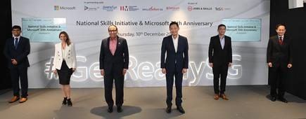 L-R: Prateek Hegde (Generation Singapore); Andrea Della Mattea (Microsoft); S Iswaran (Minister for Communications and Information & Minister-in-charge of Trade Relations); Kevin Wo (Microsoft); Lew Chuen Hong (IMDA); Peter Lam (Temasek Polytechnic)