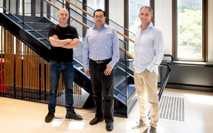 L-R: Danny Gilligan (Data Republic); Edgar Hardless (Singtel Innov8) and Paul McCarney (Data Republic)
